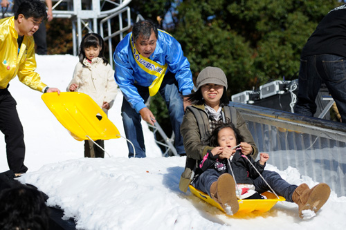 子供と一緒にそりに乗って楽しめます!